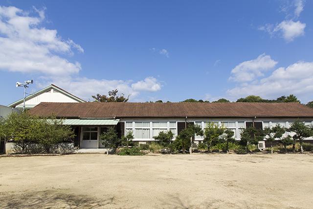かわいい旧犬島小学校。